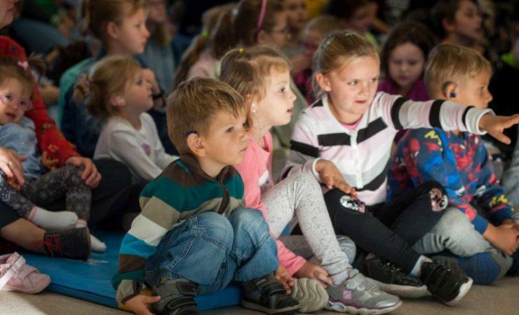150-osobowa orkiestra niesłyszących dzieci zagrała we Wrocławiu