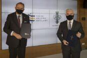 Prezes PKOl Andrzej Kraś umowę o współpracy Umowę o współpracy podpisalinicki i Prezes PHH Gheorghe Marian Cristescu podpisali