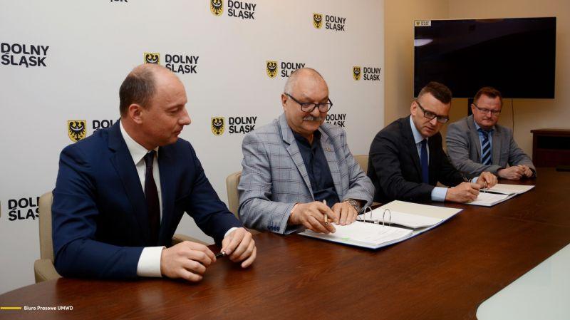 podpisanie umowy KD - UMWD