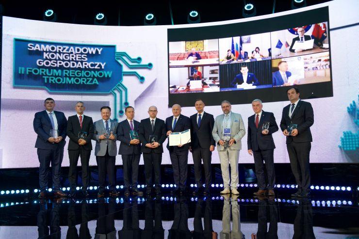 Prezydent RP Andrzej Duda i Marszałek Jarosław Stawiarski w towarzystwie sygnatariuszy Deklaracji Lubelskiej